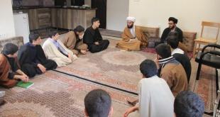 جلسه ارزیابی صحیح خوانی و روانخوانی طلاب پایه اول برای ورود به حفظ قرآن کریم توسط استاد طاهری
